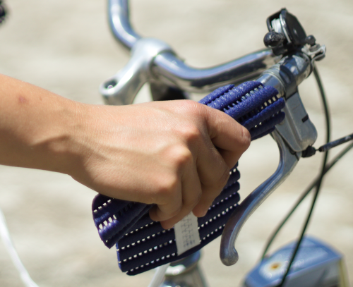 Handsi (blau) Fahrrad nah
