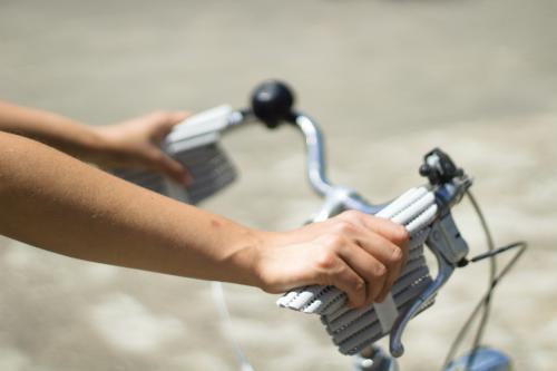 handsi_grau_fahrrad_weit